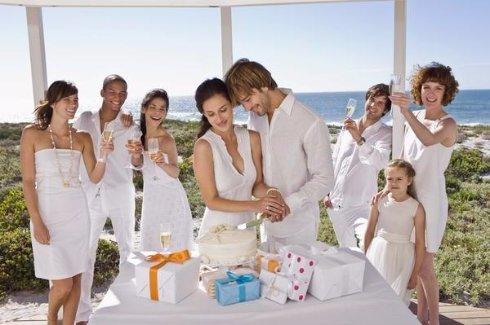 Что подарить друзьям на свадьбу?