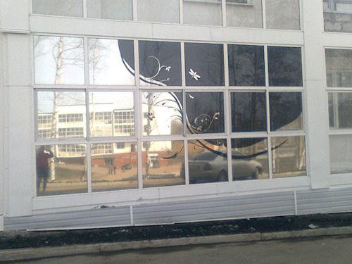 Украшение окна с помощью тонировочной пленки