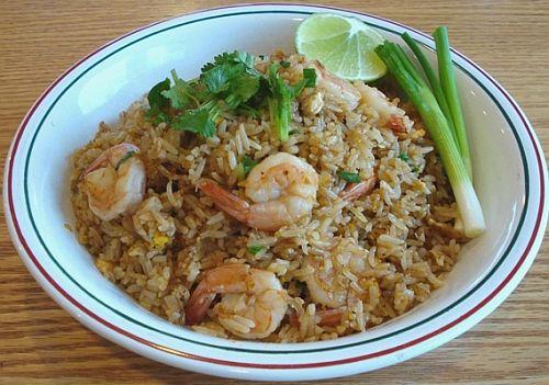 Жареный рис с креветками – новогоднее блюдо Азии