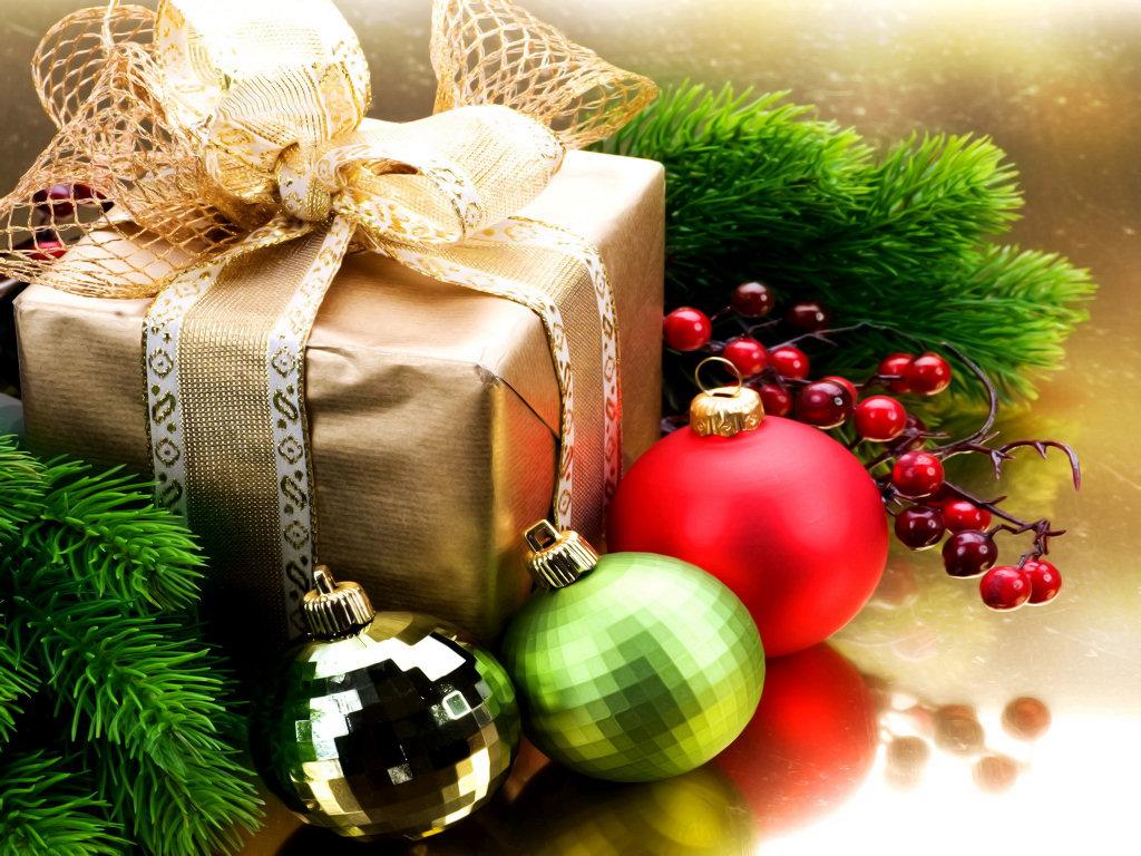 На новогодние подарки у женщин Новогодние подарки женщине. Подарок девушке и женщине