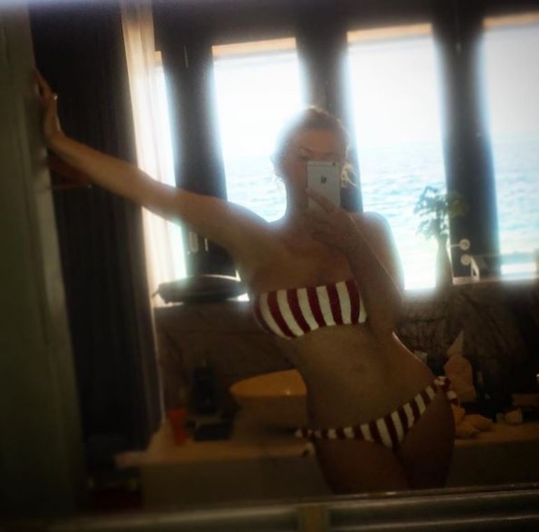 Ирина Дубцова восхитила селфи в купальнике